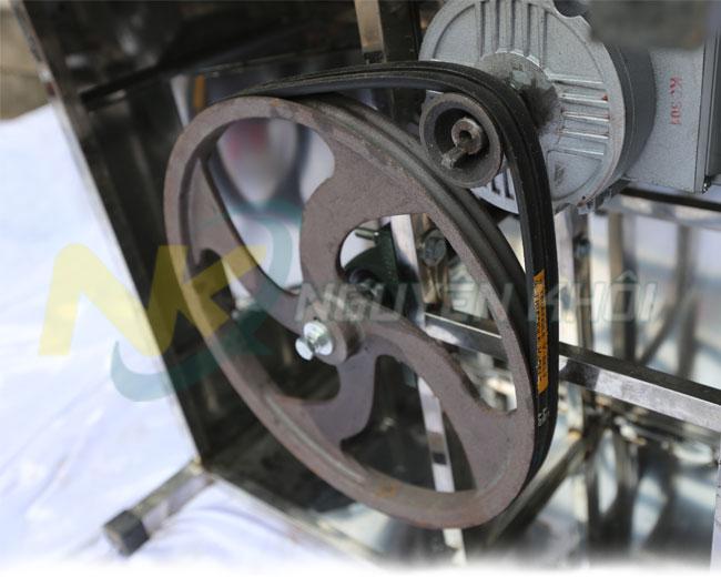 Hệ thống dây curoa đôi, động cơ máy vặt lông chim cút