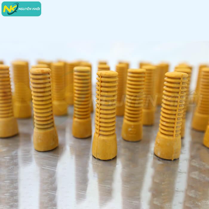 Các núm cao su của máy vặt lông gà vịt 60cm NK được làm từ 100% cao su tự nhiên, mềm dẻo cho hiệu quả làm sạch đến 98%
