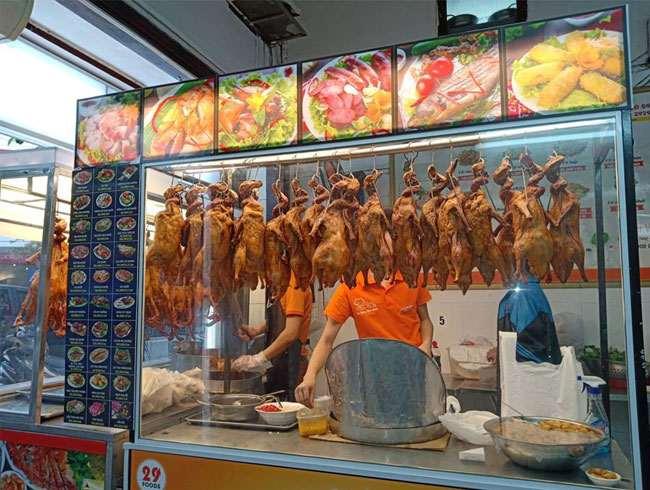 Quán vịt quay với menu món ăn phong phú, đa dạng